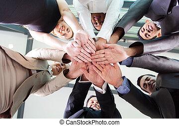 affärsfolk, tillsammans, under, räcker, synhåll