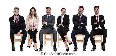affärsmän, framfusig, positiv, le, medan, 6, se, sittande
