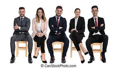 affärsmän, positiv, le, medan, lag, 5, sittande