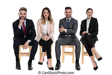 affärsmän, positiv, le, medan, lag, sittande, 4