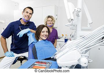 assistent, klinik, tålmodig, tandläkare, le
