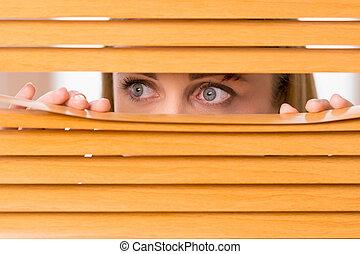 blåmärke, kvinna, utanför, ögon, uppe, blinds., kvinnlig, nära, ansikte, se