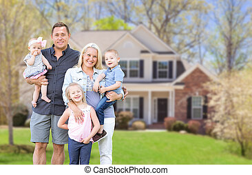caucasian, utanför, främre del, lycklig, nytt hem, deras, familj, ung