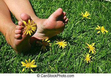 fötter, 3, gräs