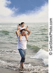 fader, litet, strand, flicka, lycklig