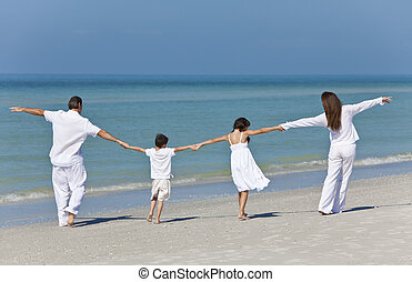 familj, fader, gårdsbruksenheten räcker, mor, strand, barn