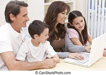 familj, laptopdator, användande, nöje, hem, ha, lycklig