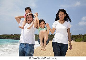 familj, strand, lycklig