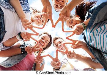 fem, visande, grupp, teenagers, finger