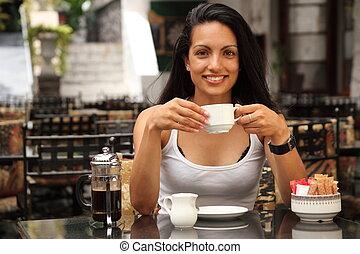 flicka, cafe, supande kaffe