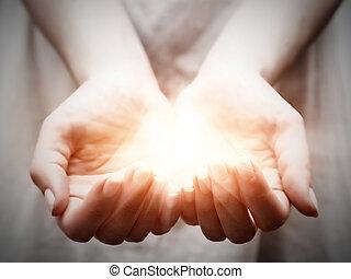 ge sig, kvinna, delning, lätt, ung, erbjudande, skydd, hands.