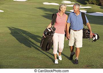 hänger lös, vandrande, golf, par, jaga, bärande, längs, senior