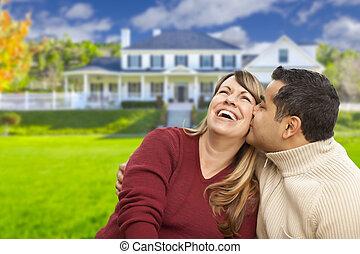 hus, par, blandad kapplöpning, främre del, lycklig