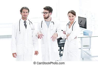 kirurg, röntga, sköta, undersöka, rapport, manlig
