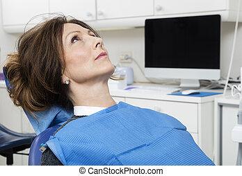 klinik, tålmodig, tandläkare, sittande
