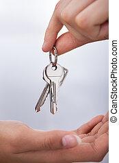 kvinna, agent's, ge sig, hand, stämm, nytt hem