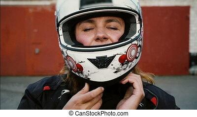 kvinna, livsstil, folk, cyklist, sätta, motorcykel, stående, redhead, flicka, helmet., ryttare