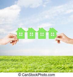kvinna, många, hus, papper, grön, räcker, man