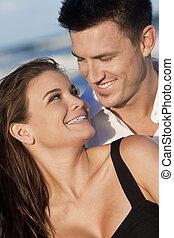 kvinna, romantiker koppla, leende glada, strand, man