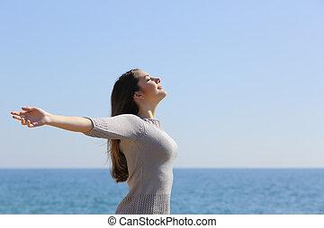 kvinna, vapen, djup, luft, andning, frisk, strand, resning, lycklig