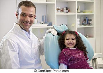läkare, dental, barn, besöka, ungt se, kamera, kvinnlig, klinik, baby, stående, flicka, under, le