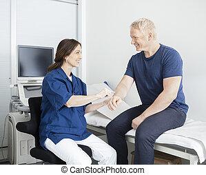 läkare, hand, patient's, klinik, rörande, manlig, lycklig