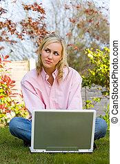 laptop, kvinna, hem, henne, tankfull, dator, användande, trädgård, flicka, ung