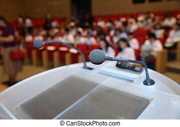 mikrofon, chairs., uppe, mikrofoner, för, konferens, bakgrund, rum, främre del, nära, konferens, seminarium, händelse, tom