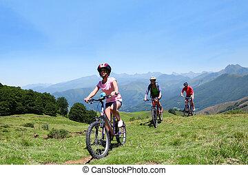 mountains, cyklar, familj, ridande