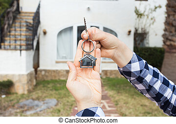 nyckel, keychain, holdingen, hus, house., hand, form, bakgrund, nytt hem
