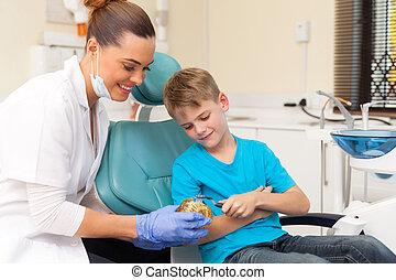 pojke, ung, hur, tandläkare, borsta, kvinnlig, tänder, undervisning