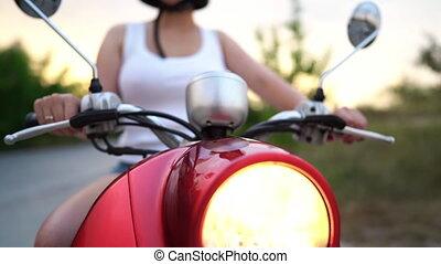 scooter., kvinna, årgång, billykta, skott., moped., lampa, motorcykel, eller, röd, docka