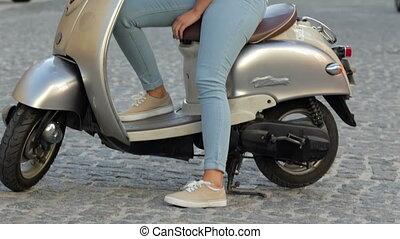 sparkcykel, kvinna sitta