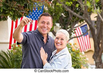 stämm, hus, par, hus, amerikan flaggar, främre del, färsk, lycklig