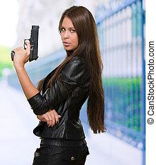 stående, kvinna, gevär, holdingen
