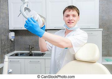stående, tandläkare, manlig, lycklig