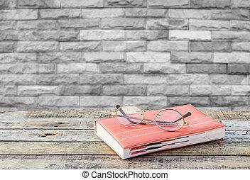 tegelsten, bakgrund, vägg, trä tabell, glasögon, anteckningsbok, suddig