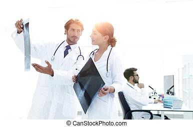 undersöka, rapport, kirurg, manlig, sköta, röntga