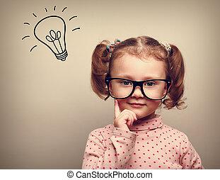 unge, huvud, tänkande, idé, ovanför, lök, glasögon, lycklig