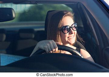 vacker, affärskvinna, drivande, bil