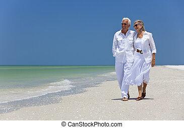 vandrande, dansande, par, tropisk, senior, strand, lycklig