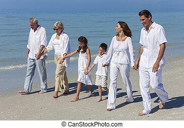 vandrande, familj, fader, farföräldrar, mor, strand, barn