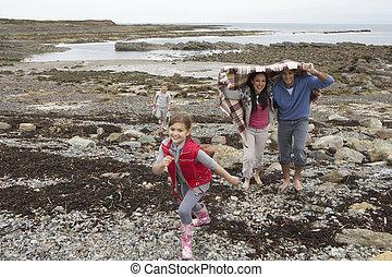 vandrande, strand, familj
