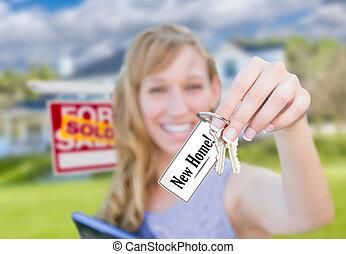 verklig, kvinna, egendom, stämm, hus, såld skylt, holdingen, färsk, främre del, hem, home., kort